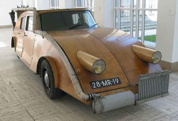 Джост Конин использовал древесину не только в качестве топлива для автомобиля, но и как строительный материал для самого автомобиля