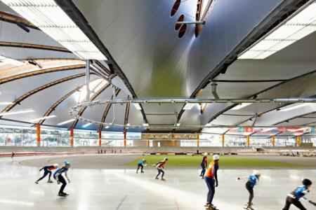 Боковые стены арены полностью прозрачные