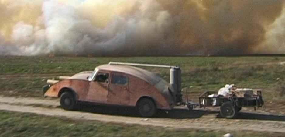 «Передвигаться по миру при помощи пилы и топора», - под таким девизом голландец Джост Конин (Joost Conijn) на своем газогенераторном автомобиле с прицепом, совершил двухмесячное путешествие по Европе