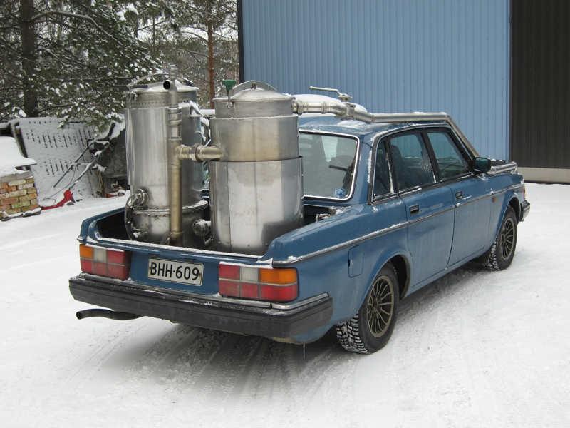 Юха Карелан (Juha Kaarelan) установил газогенераторную установку на свой Volvo в конце 2008 года