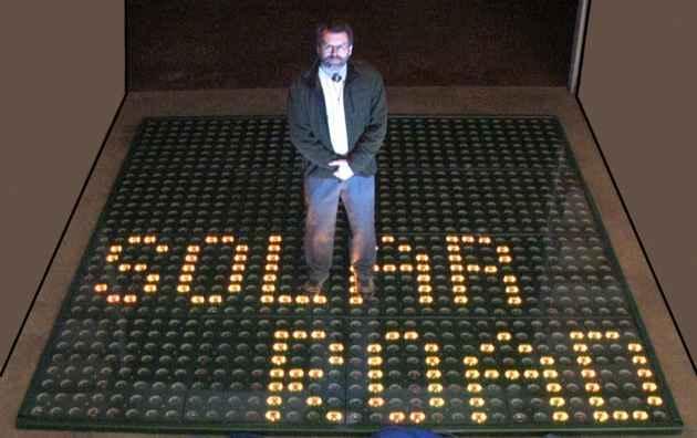 Скотт Брусо и его изобретение - трёхслойные солнечные панели