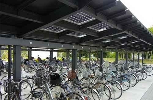 Солнечные панели на велостоянке